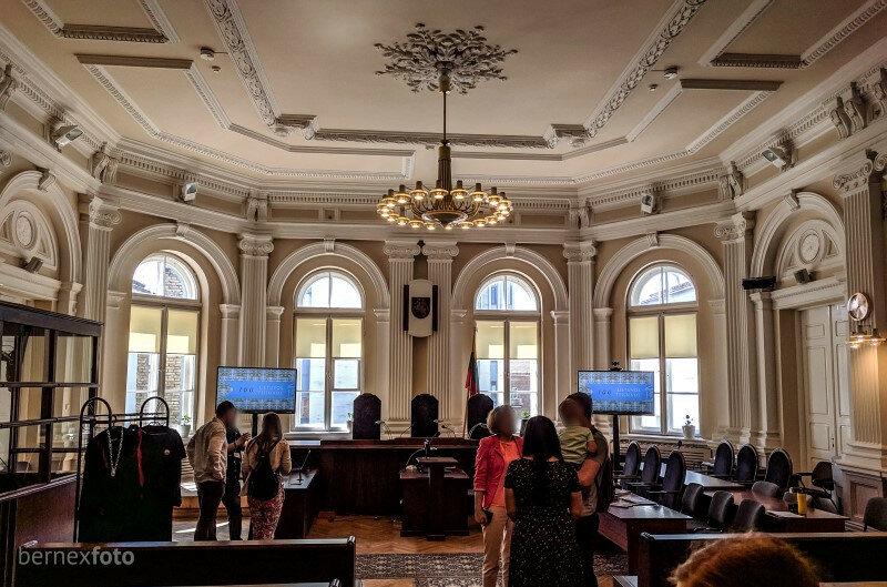 Pagrindinė, ir, kaip minėjo, puošniausia teismo salė Lietuvoje