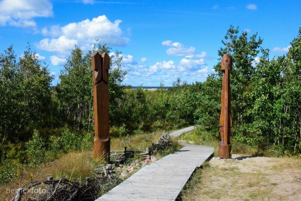 Pro šiuos du stulpus - kelias į pajūrį, Šventosios pliažo pabaigą