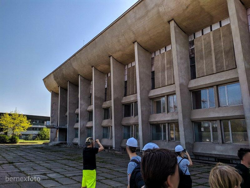 """Galinis fasadas, kuris, kaip minėjo eksursijos vadovai, taip pat architektūriškai svarbus ir neretai veltui """"užmirštamas"""""""