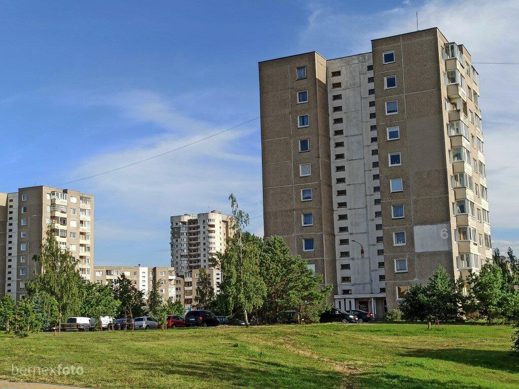Stambiaplokščiai bokštiniai Fabijoniškių namai