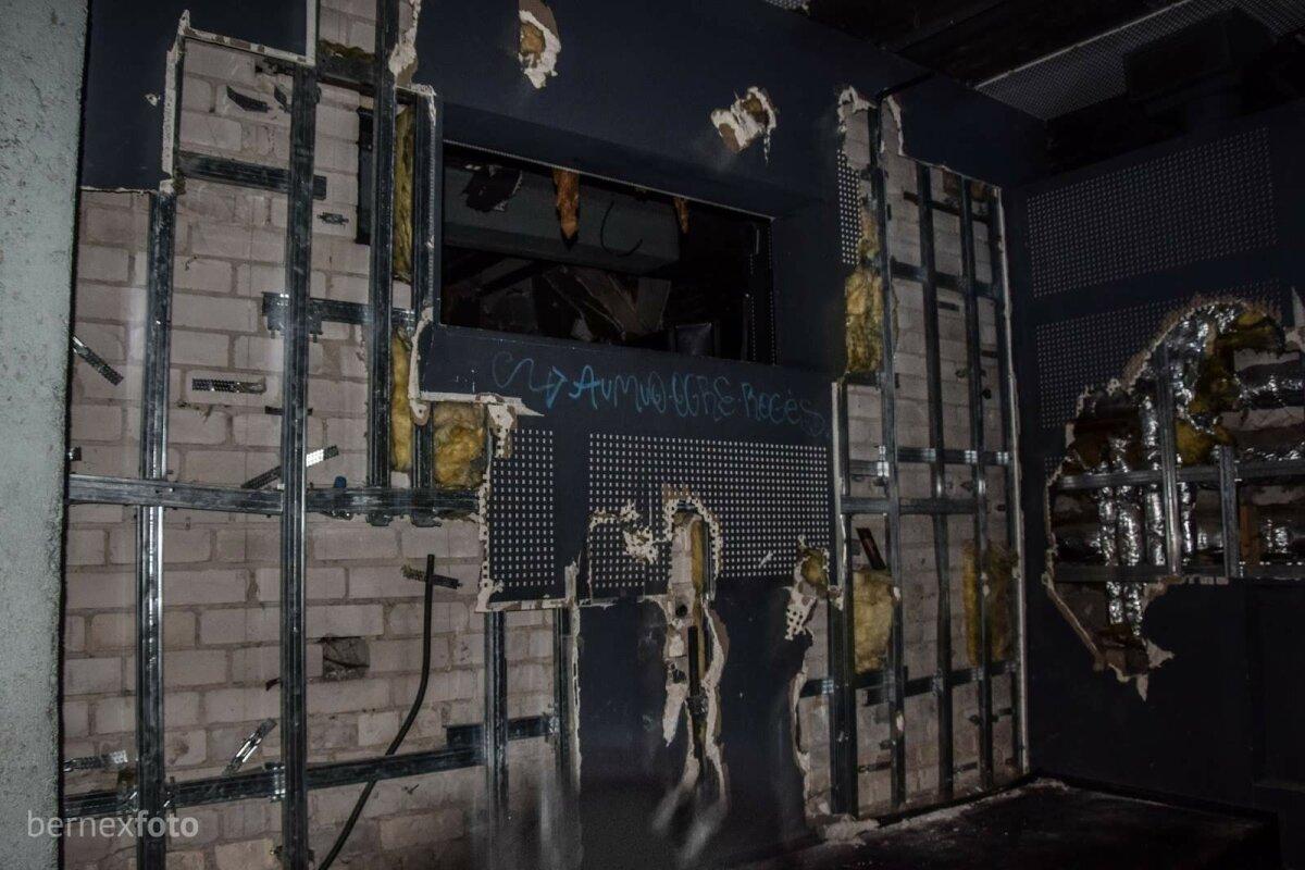 """""""Salės 88"""" projektorių talpinusi siena"""