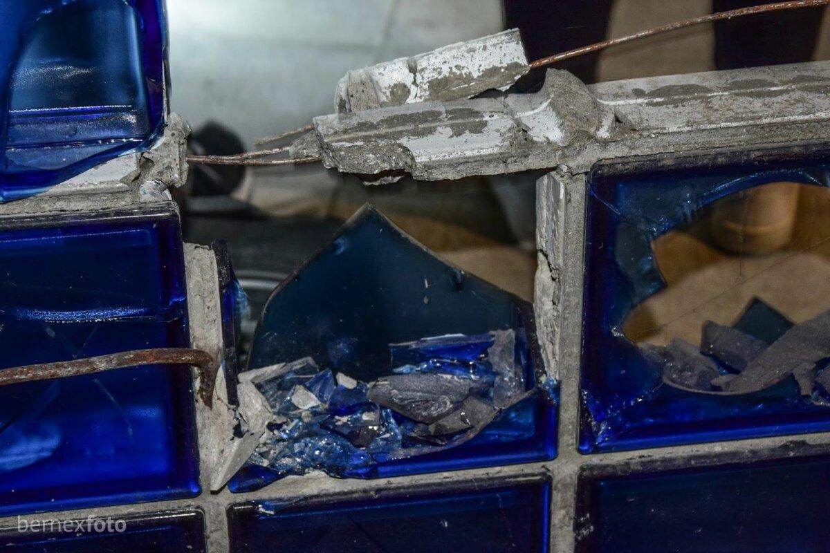 Buvusios stiklo blokelių sienos likučiai