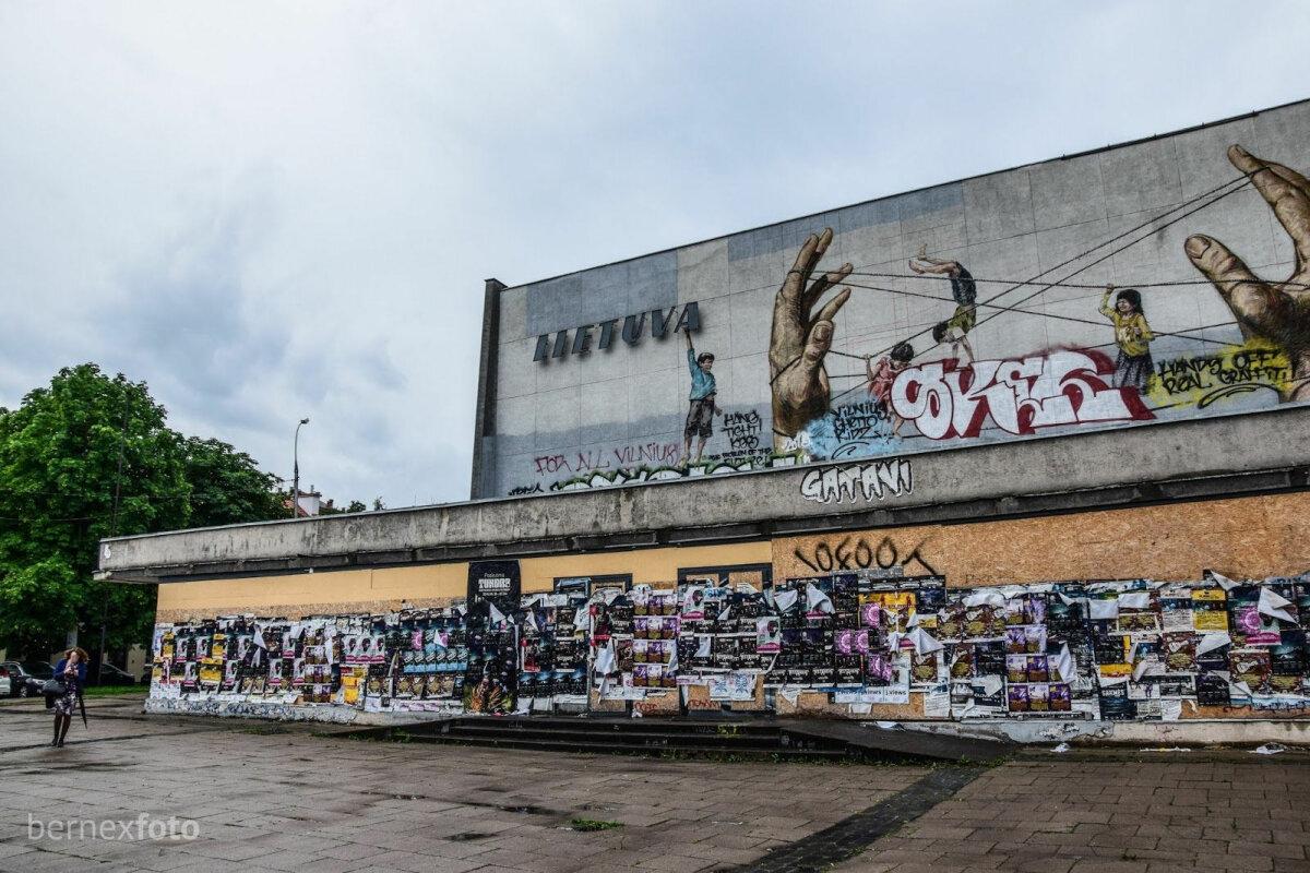 """Priekinis """"Lietuvos"""" kino teatro fasadas 2016 m. liepos mėn."""
