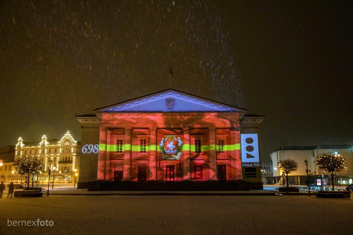 Nušvitusi rotušė, primenanti apie artėjantį 700-ąjį Vilniaus gimtadienį