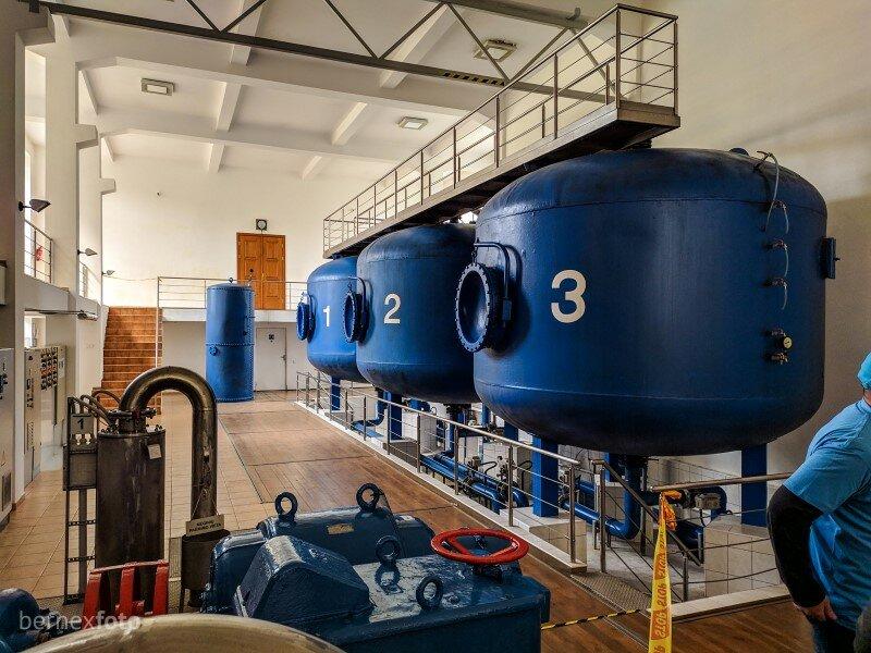 Vis dar veikianti įranga, filtruojanti vandenį senamiesčio gyventojams